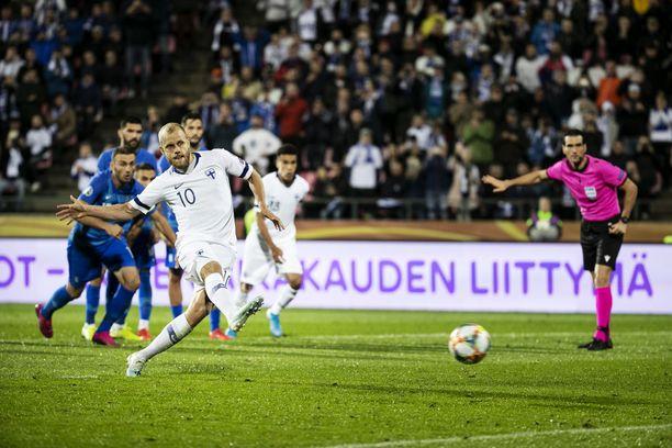 Teemu Pukki laukoi rangaistuspotkusta Suomen 1–0-voittoon.