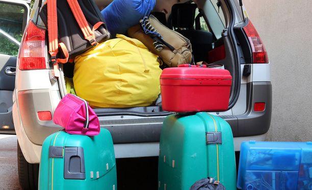 Lastaa suurimmat ja painavimmat matkatavarat alimmaiseksi, eteen ja keskelle.