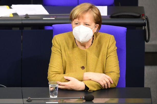 """Liittokansleri Angela Merkelin luotsaamaa Saksaa on kuvattu rokotusten suhteen """"epäonnistumisen arkkitehdeiksi""""."""
