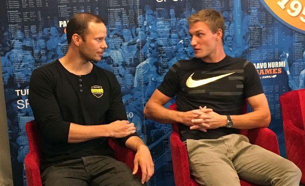 Tero Pitkämäki (vas.) ja Thomas Röhler rupattelivat mukavia kesäkuussa Turun Paavo Nurmi Gamesissa.