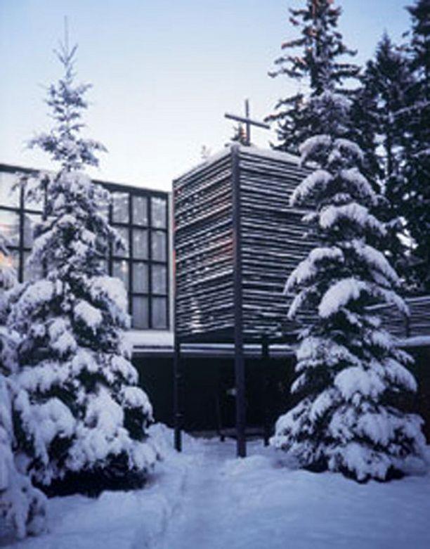 Otaniemen kappelin ovat suunnitelleet Heikki ja Kaija Siren.
