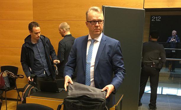 Tullin pääjohtaja Antti Hartikainen kiisti torstaina Helsingin käräjäoikeudessa häntä vastaan nostetun syytteen.