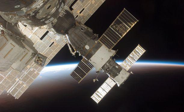 Reikä löytyi Sojuz-aluksesta, joka on tässä telakoituneena avaruusasemaan.