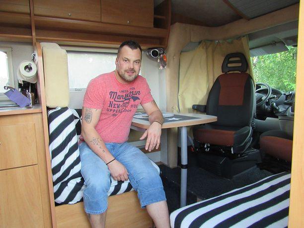 Heikki Koskelolle asuntoauto on toinen koti.