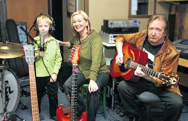 Hannan uudella levyllä Lassi laulaa äitinsä kanssa dueton, joka on äänitetty kotistudiossa.