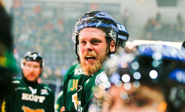 Antti Tyrväinen on huhumyllyn keskellä.