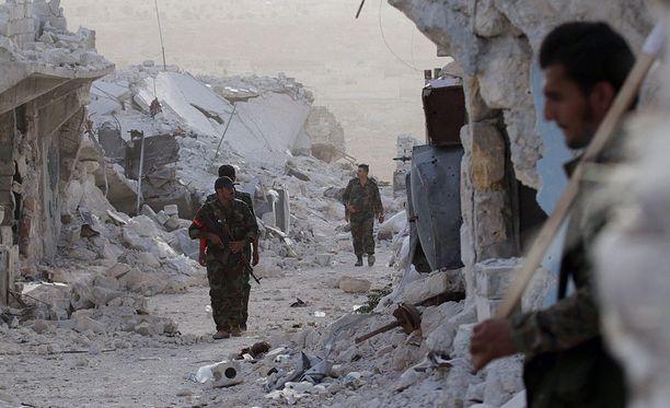 Syyrian armeijan sotilaita lähellä Aleppoa.