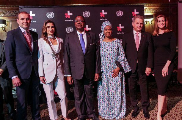 Kuvassa Islannin presidentti , Jordanian kuningatar , Malawin presidentti , YK:n tasa-arvojärjestö UN Womenin pääjohtaja , presidentti Niinistö ja Anne Hathaway.