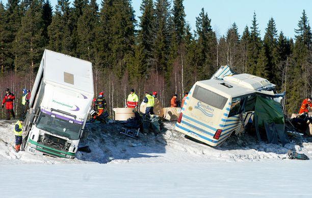 Konginkankaan tuhoisa liikenneturma vaati 23 ihmisen hengen.