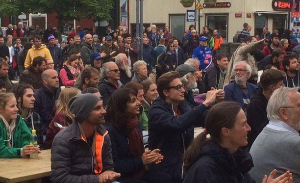Reykjavikissa tuuletettiin Italian jatkopaikalle ennen Englanti-Islanti-peliä.