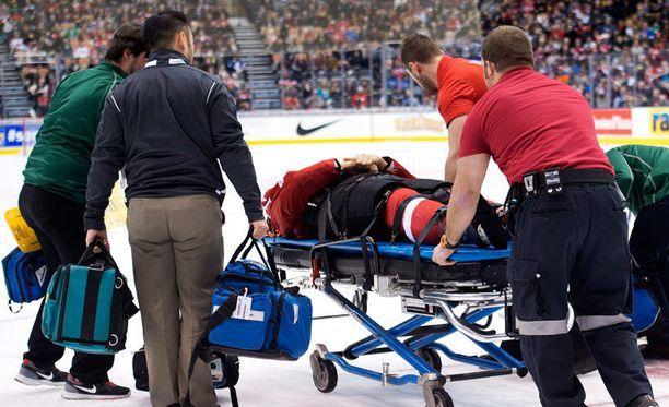 Phil Baltisbergerin peli päättyi rumaan taklaukseen.