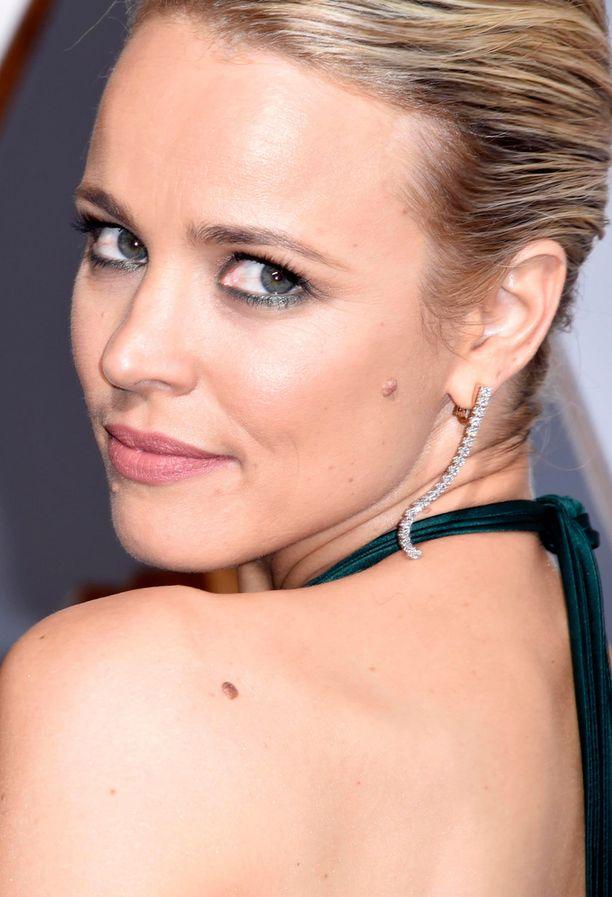 Rachel McAdamsin vihreä eyeliner sointui iltapuvun sävyyn ja sai tähden silmät loistamaan.