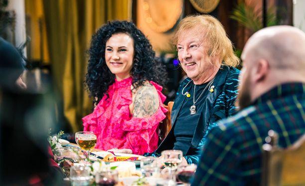 Mira Luoti ja Danny iloisina Kasmirin päivän lounaalla.