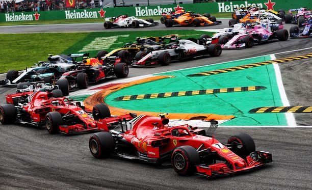 Sebastian Vettel sai kovan kolauksen ykköskierroksella.