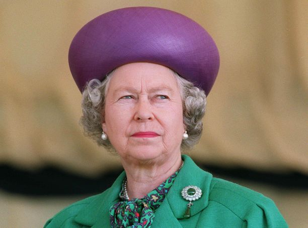 Kuningatar on vaikean tilanteen keskellä.