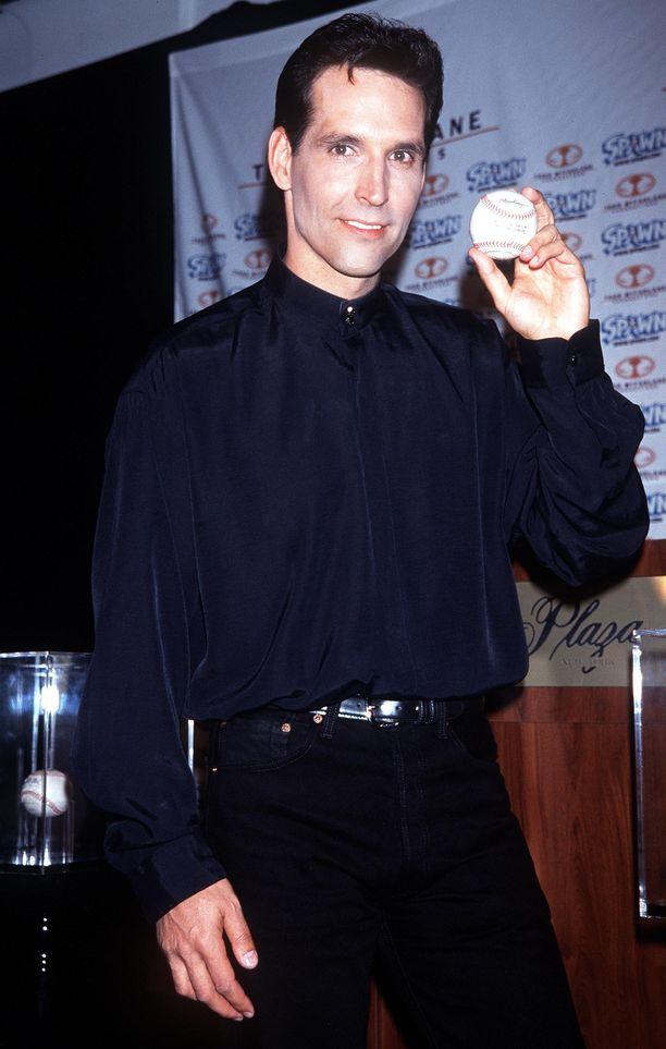 Todd McFarlane osti Phil Ozerskylta Mark McGwiren ennätyspallon kolmella miljoonalla dollarilla vuonna 1999.