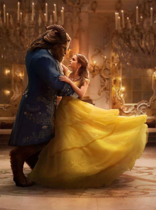 Emma Watsonin ja Dan Stevensin tähdittämä Kaunotar ja hirviö -elokuva kerää reippaasti katsojia myös suomalaisissa elokuvateattereissa.