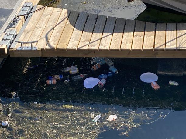 Viikonloppuna järjestetyn purjehduskilpailun vieraat jättivät Hangon rannat roskaiseksi.