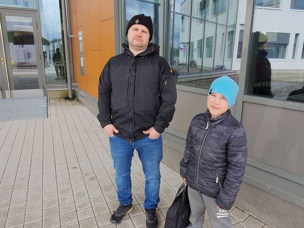 Hannu ja Oliver Matikainen joutuivat perheensä kanssa evakkoon.