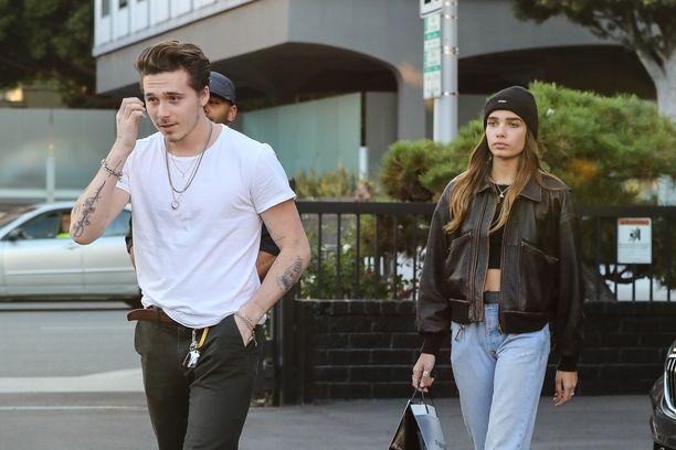 Brooklyn Beckham ja Hana Cross bongattiin joulukuussa jouluostoksilla.