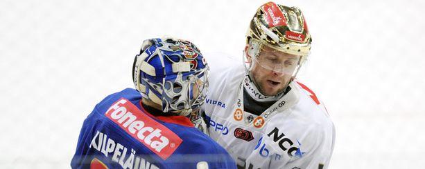 Eero Kilpeläinen pysäytti Ivan Humlin.