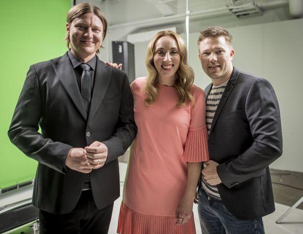 Jaajo Linnonmaa, Anni Hautala ja Juha Perälä viihdyttävät Aamulypsy-aamuohjelmassa radio Suomipopilla.