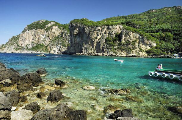Korfun saarella voi ihailla vehreää luontoa.