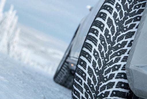 Nokian Hakkapeliitta sai ylistystä jää- ja lumiajostaan, mutta kuiva asvaltti ei mennyt yhtä hyvin.