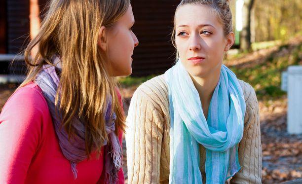 Erovalmentaja on se henkilö, jonka kanssa nainen käy läpi avioeron mennyttä ja tulevaa.