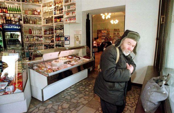 Venäjällä etenkin pienituloisten eläkeläisten olot alkavat olla tukalat. Kuva lokakuulta Pietarista.