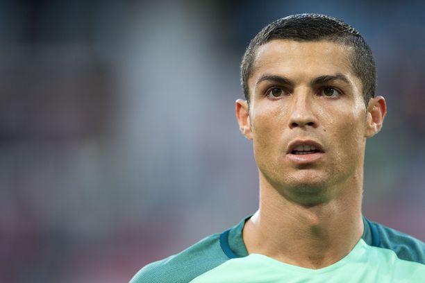 Cristiano Ronaldo on tunnettu portugalilainen jalkapalloilija.