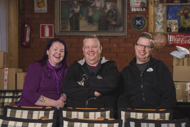 Heli, Aki ja Markku ovat tulleet televisiokatsojille tutuiksi Nelosen Suomen huutokauppakeisari -ohjelmasta.