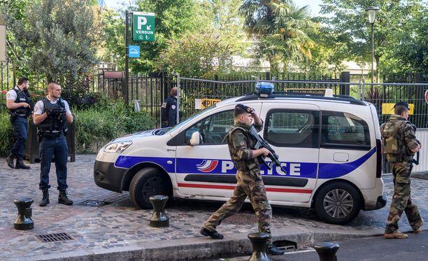 Sotilaiden päälle ajettiin aamulla Pariisin esikaupunkialueella.