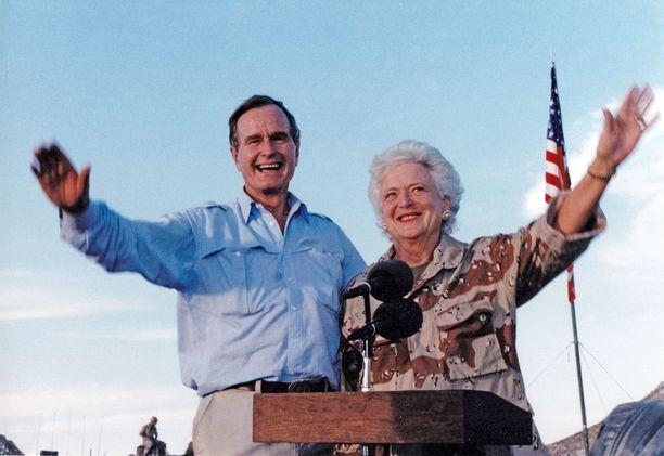Presidentti Donald Trump ylisti edesmenneen presidentin George H.W. Bushin omistautumista vaimolleen Barbaralle.