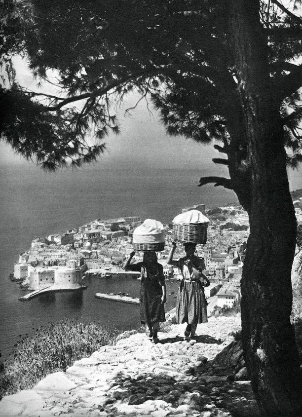 Paikallisia naisia ikuistettu Dubrovnikissa vuonna 1937.