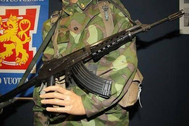Tyypillisesti rynnäkkökivääri katoaa harjoituspaikalla.