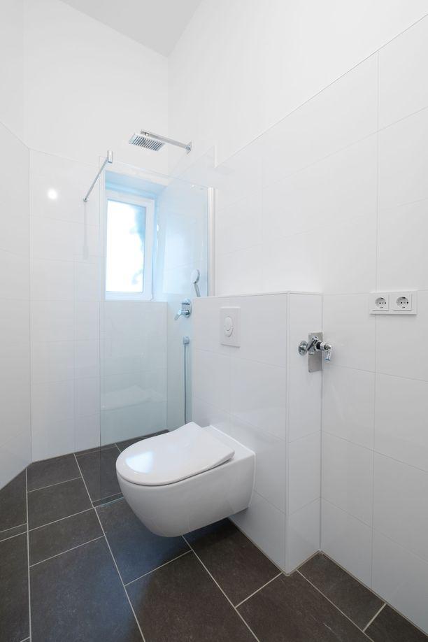Pöntön paikan voi siirtää seinä-wc-elementtiä käyttämällä.