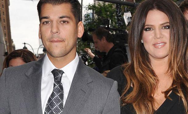 Khloé Kardashian, 33, on tunnettu televisiopersoona. Vierellä Rob Kardashian, joka tunnetaan myös E! Rikkaat Kardashianit -ohjelmasta.