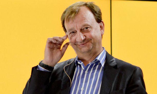 Arkistokuva vuodelta 2011. Hjallis Harkimon mielestä politiikka kaipaa uutta verta.