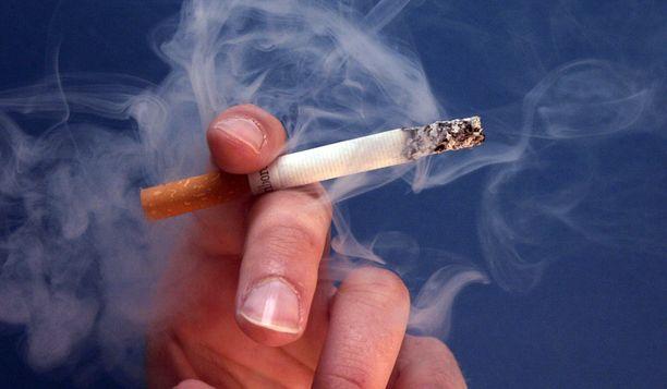 Uusi laki laajentaa tupakointikieltoja.