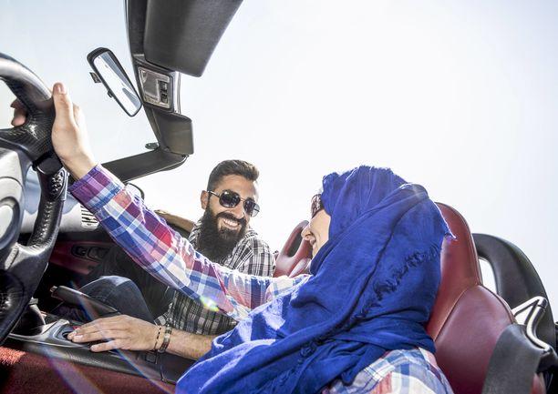 Saudi-Arabiassa naiset saivat viime vuonna luvan ajaa autoa.