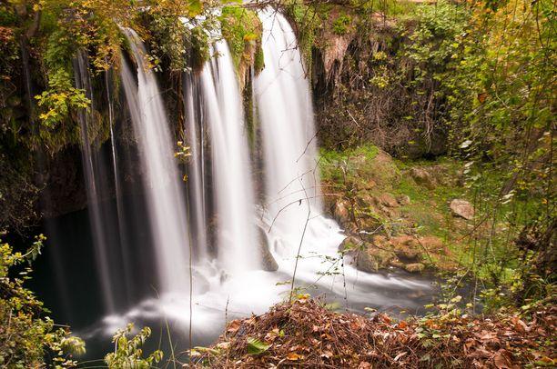 Antalyassa kannattaa vierailla Düdenin vesiputouksilla.