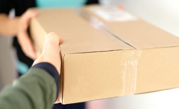 Epäilty rikos kävi ilmi sattumalta, kun paketti palautui lähettäjälle. Kuvituskuva.