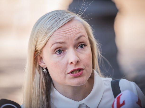 Sisäministeri Maria Ohisalo pitää lakien rikkomista ilmastoaktivismin nimissä tuomittavana.