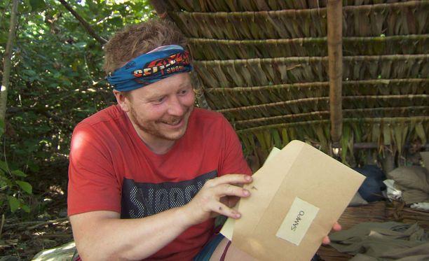 Sampo Kaulanen on iloinen vielä kirjettä avatessaan.