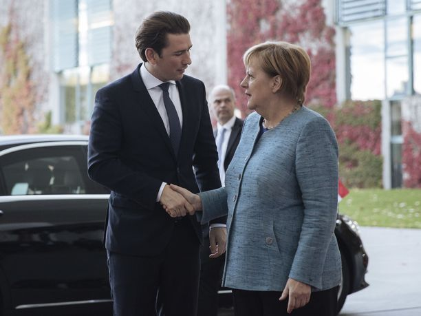 Itävalta on uuden hallituksen myötä vastustanut maahanmuuttoa voimakkaasti. Kuvassa Itävallan liittokansleri Sebastian Kurz ja Saksan liittokansleri Angela Merkel.