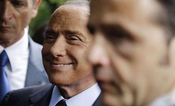 Silvio Berlusconi osaa pitää vallan kahvasta kiinni.