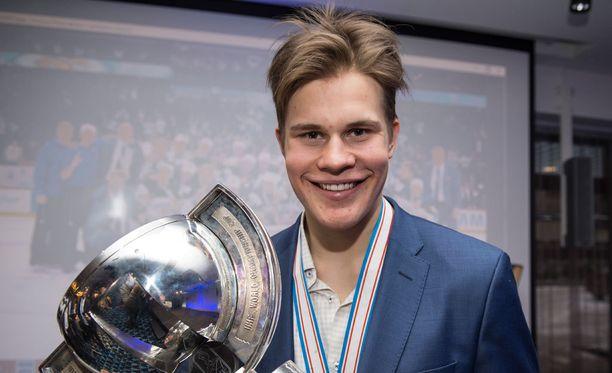 Jesse Puljujärvi nousi koko kansan suosikiksi vuodenvaihteessa pelatuissa jääkiekon nuorten MM-kisoissa.
