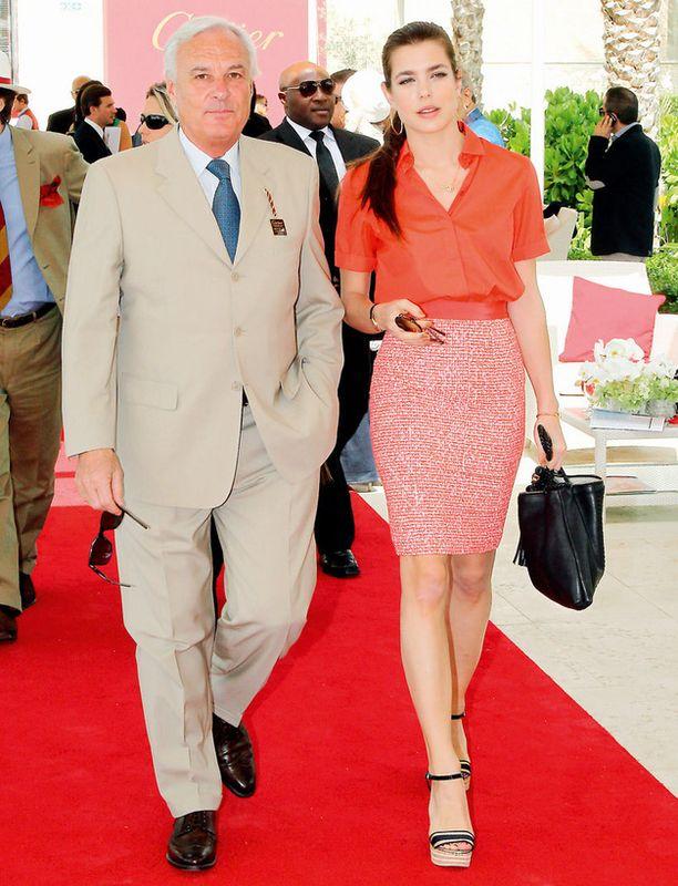 Monacon prinsessa Charlotte Casiraghi sädehti kilpaa muotivärin kanssa hevospoolokilpailuissa Dubaissa.