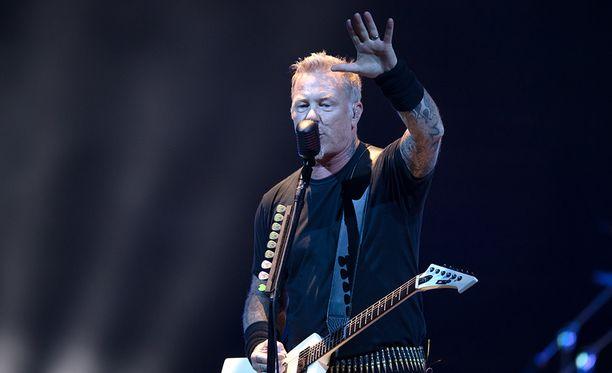 Jos ottaa huomioon, millaisia päätöksiä Sipilän hallitus on tehnyt, Metallican shekillä saattoi olla suurempi merkitys kuin bändi ehkä tiesikään: se sai närkästyneiden suomalaisten silmissä Sipilän ja kumppanit näyttämään sydämettömiltä ketkuilta.